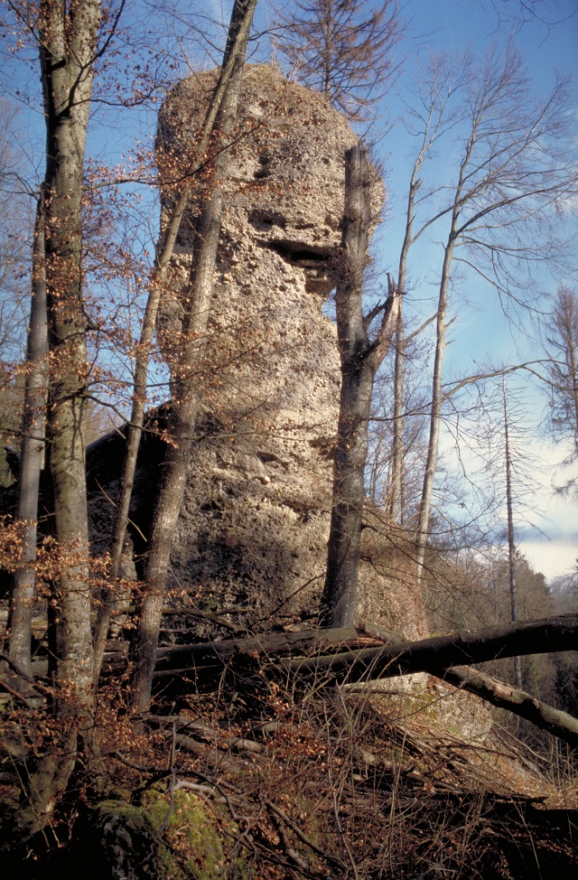 Obelisk im Teufelskeller